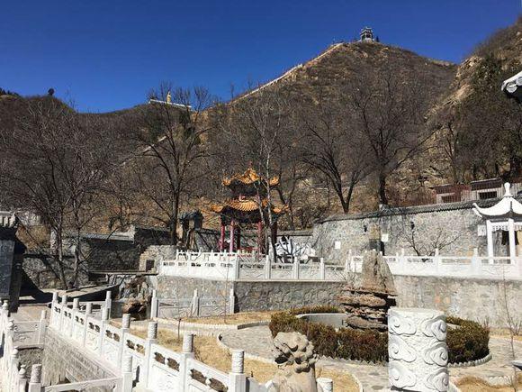 阜平县兴龙旅游开发有限公司开发的龙泉山庄生态度假村为阜平县兴龙